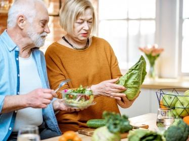 Pourquoi les sujets âgés mangent moins ?